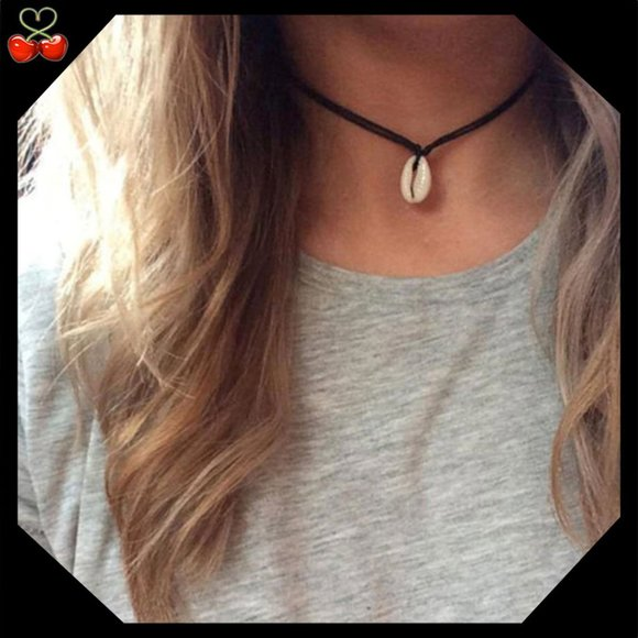 Mary's Cherries Boutique Jewelry - 🍒 TRIVIA Shell Black Choker 🐚